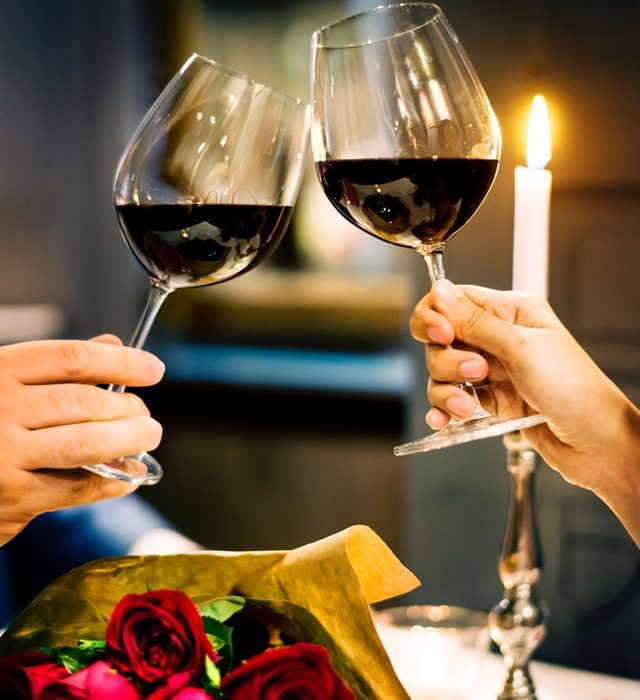 couple-drinking-wine